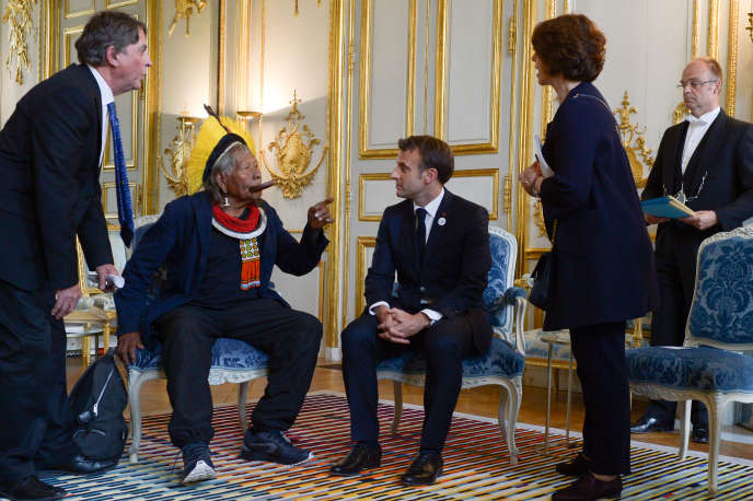 French President Emmanuel Macron meets Brazilian indigenous leader Raoni Metuktire at the Elysée Palace in Paris on May 16, 2019.