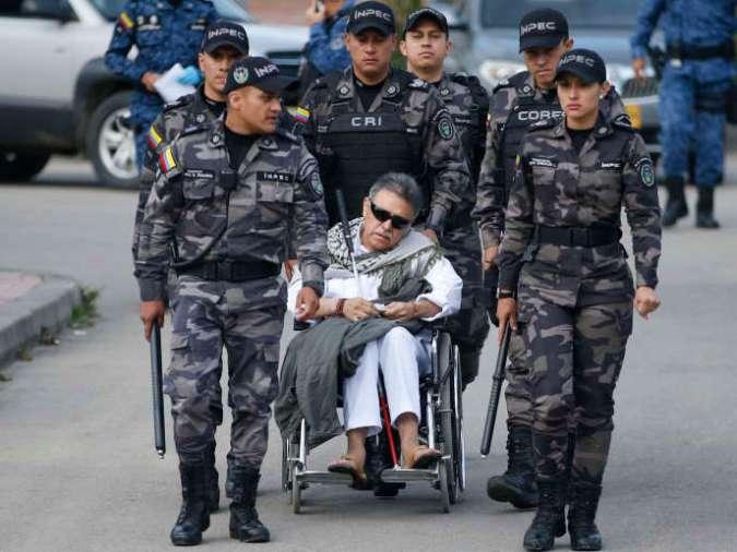L'ancien Farc Seuxis Hernandez, alias Jesus Santrich, à la sortie de la prison de Bogota, vendredi 17 mai.