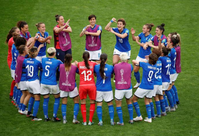 Los italianos celebran su victoria contra los jamaiquinos el viernes 14 de junio.