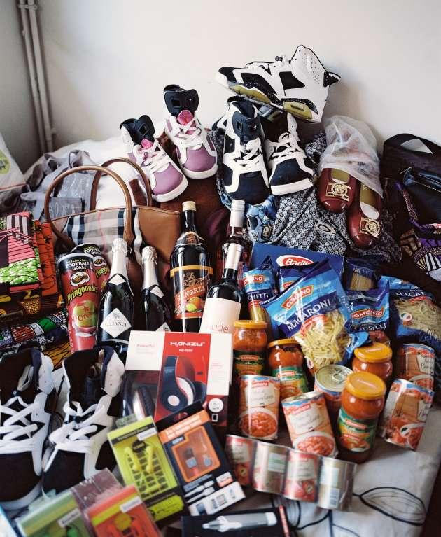 Chaussures, vêtements, sac à main, mais aussi pâtes, sauces et vin mousseux, Léontine G. guette les bonnes affaires tout au long de l'année.