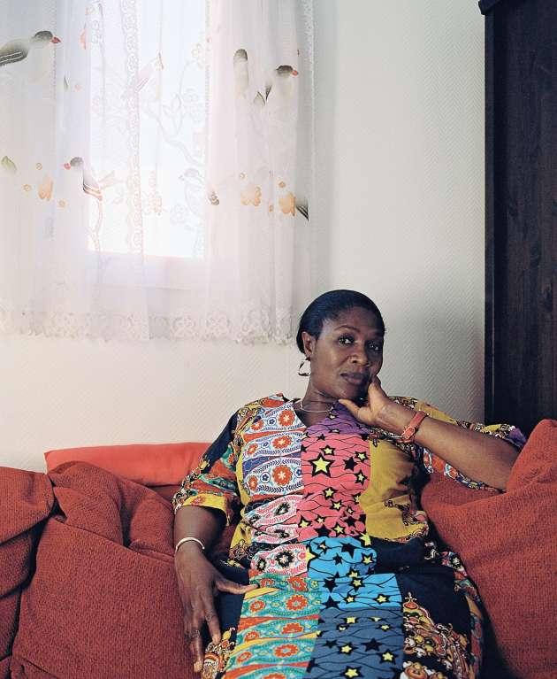 Fatoumata B., qui se dit souvent qu'elle «travaille pour ceux de l'Afrique et se prive, ici, pour qu'ils soient à l'aise. Ils pensent que tout est facile, mais ils ne savent pas qu'en France la vie est dure».