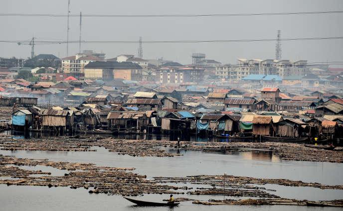 Le bidonville de Makoko s'est construit sur la lagune de Lagos.