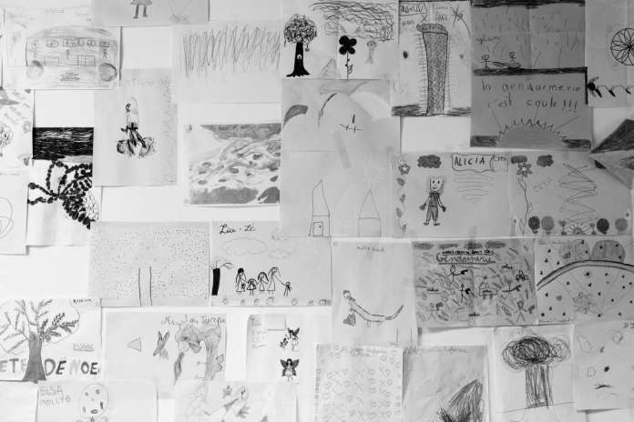 Drawings of children in the offices of the gendarmerie station of St. Louis (Reunion), August 19.