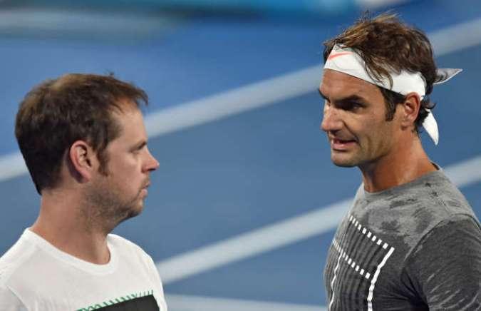 Roger Federer et Severin Lüthi, en marge de l'Open d'Australie 2017.