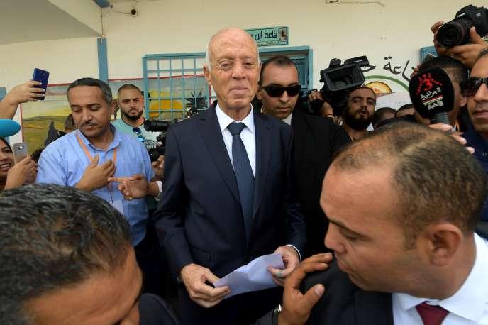 Kaïs Saïed lors du vote pour le second tour de l'élection présidentielle en Tunisie, le 13 octobre.