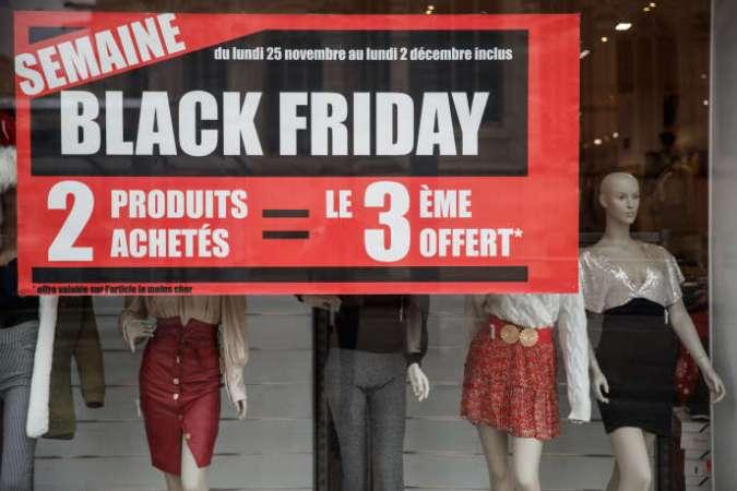 « Le Black Friday ou le Cyber Monday, [représente] plus de 20 % du chiffre d'affaires du commerce en France en un mois » (Photo: à Caen, le 27 novembre).
