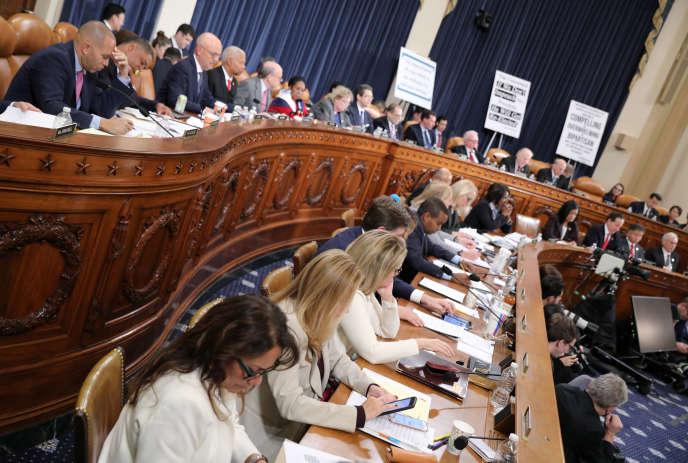 Le Congrès a entamé le 4 décembre le débat juridique pour déterminer si la conduite du président des Etats-Unis correspondait à l'un des motifs mentionnés dans la Constitution.