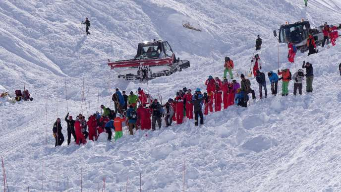 Intervention of rescuers after an avalanche in Tignes (Savoie), in 2017.
