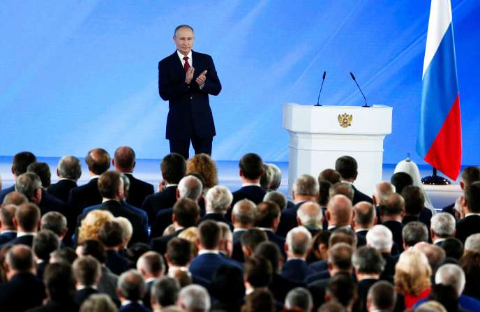 Владимир Путин во время своего ежегодного обращения к членам парламента и политической элите в среду 15 января в Москве.