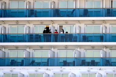 Des passagers à bord du bateau de croisière en quarantaine«Diamond Princess», à Yokohama, le 21 février.