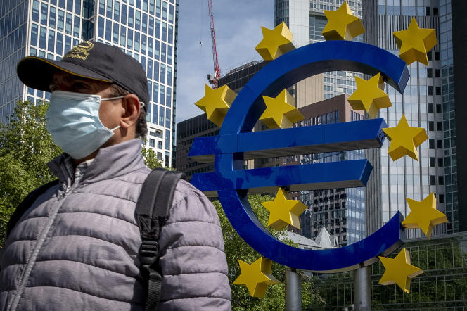 The euro sign in Frankfort (Germany), headquarters of the ECB, in May 2020.