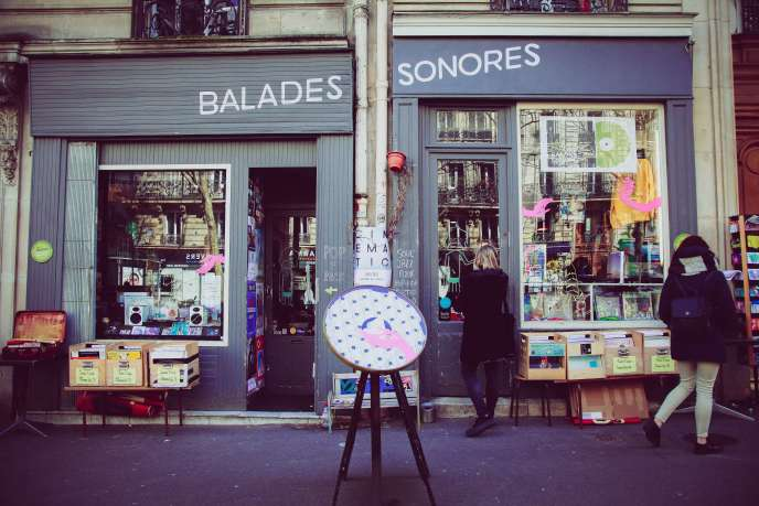The storefront of the two Balades sons boutiques side by side, avenue Trudaine (Paris 9th).