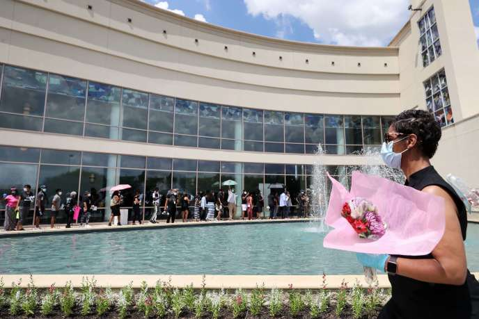 Many Americans came to meditate on George Floyd's remains at the Fountain of Praise Church in Houston on June 8.