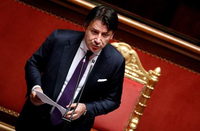 In Senato, a Roma, il 22 luglio, il 2020, il presidente del consiglio italiano, Giuseppe Conte presenta le linee generali dell'accordo sul piano di ripristino conclusi a Bruxelles.