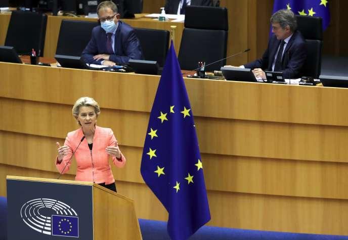 La présidente de la Commission européenne, Ursula von der Leyen, lors de son discours devant les députés européens réunis en session plénière à Bruxelles, mercredi 16 septembre.