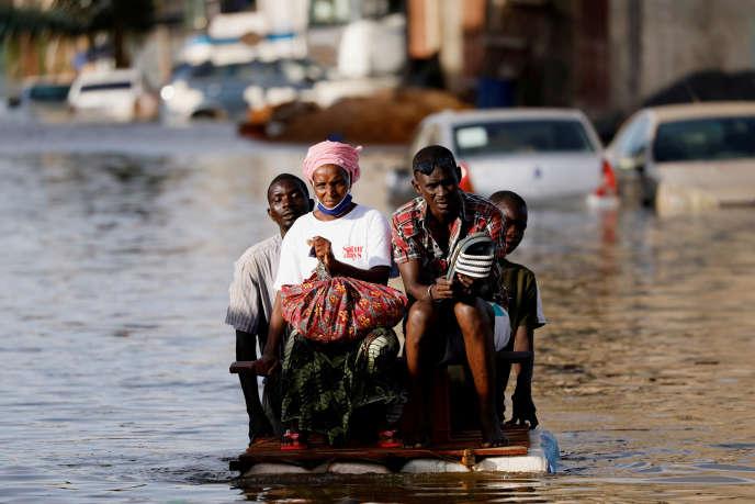 Dans la banlieue de Dakar, la ville de Keur Massar est encore sous les eaux cinq jours après des pluies diluviennes du 5 septembre 2020. En une seule journée, le pays a enregistré plus de pluies que durant une saison habituelle.