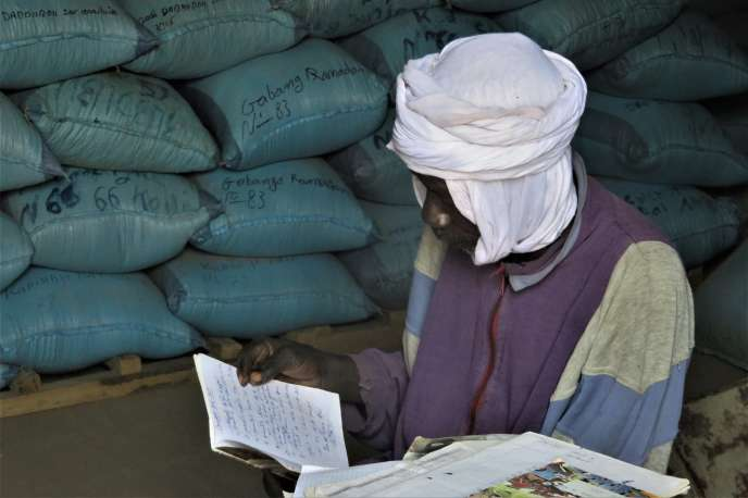 La gestion des banques de céréales est, dans certains villages, un immense défi en raison de l'analphabétisme qui touche 75 % de la population tchadienne. Ici, en janvier 2020 dans le village de Tchelmé.