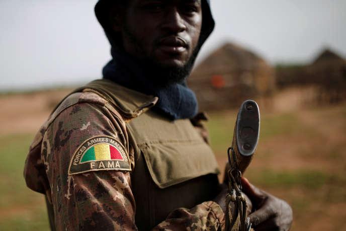 Avec la force française « Barkhane», l'armée malienne est en première ligne de la lutte antidjihadiste, comme ici à Ndaki, en juillet 2019.