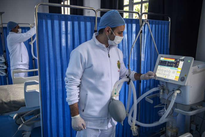 Dans un hôpital militaire installé à Nouaceur, au sud de Casablanca, pour faire face à la pandémie liée au coronavirus, le 18avril 2020.