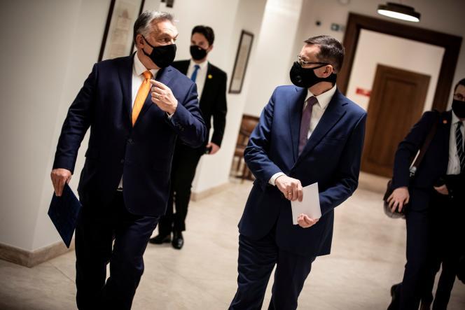 Le premier ministre hongrois, Viktor Orba, et son homologue polonais, Mateusz Morawiecki, à Budapest, le 26 novembre 2020.