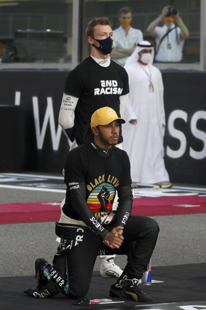 Lewis Hamilton, kneeling on the grid of the Abu Dhabi Grand Prix, in Yas Marina in the United Arab Emirates, to denounce violence against blacks, December 13, 2020.