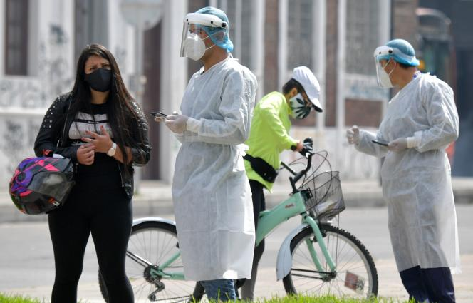 Health workers test the population in Bogota, Colombia, January 15, 2021.
