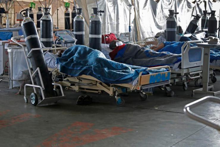 Dans une unité Covid de l'hôpital Steve Biko, à Pretoria (Afrique du Sud), le 11 janvier 2021.
