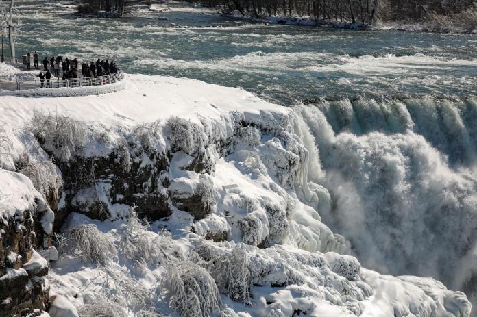 Les Chutes américaines du Niagara, aux Etats-Unis, le 21 février 2021.