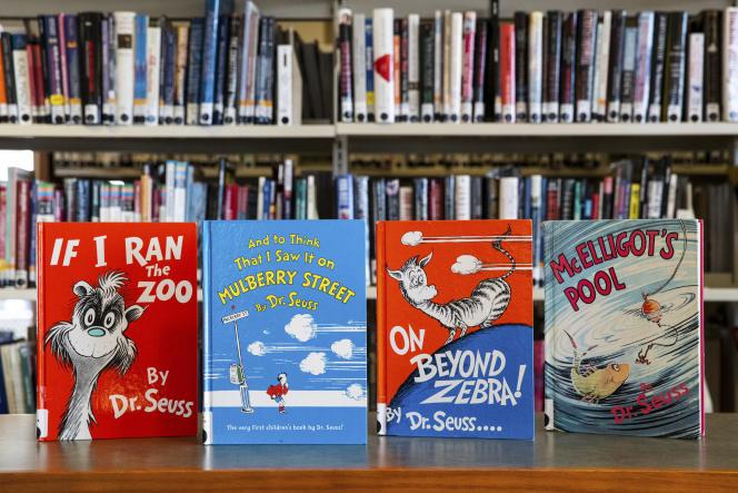 Quatre des livres pour enfants du Dr Seuss qui ne seront plus publiés en raison d'images racistes, ici dans une bibliothèque de Pennsylvanie, le 2 mars.
