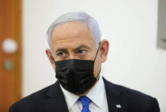 Benyamin Nétanyahou lors de son procès pour corruption à Jérusalem, le 5 avril 2021. Le premier ministre a été chargé de former un nouveau gouvernement ce 6 avril.