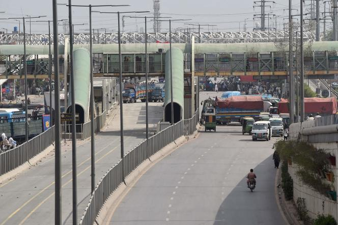 Le parti islamiste radical, Tehrik-e-Labbaik Pakistan(TLP), a partiellement bloqué les deux plus grandes villes du pays, Lahore (est) et Karachi (sud), ainsi que la capitale, Islamabad (nord), pour réclamer l'expulsion de l'ambassadeur de France.