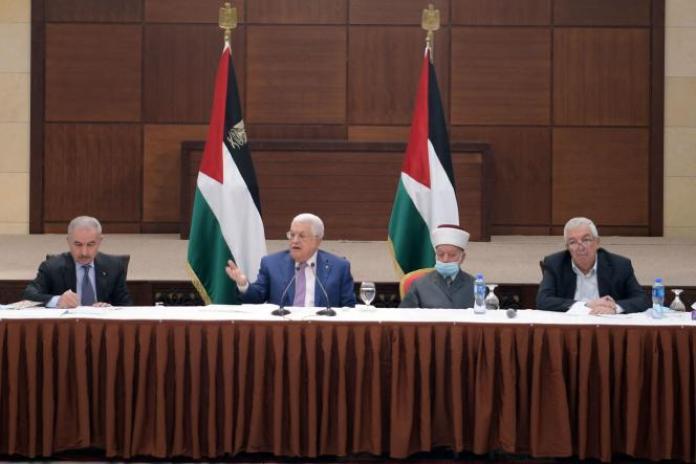 Le président palestinien (au centre), Mahmoud Abbas, à Ramallah, en Cisjordanie, le 29avril.