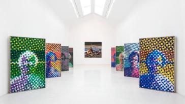 L'artiste Alain Jacquet exposé sur les cimaises de la «librairie» Perrotin, à Paris