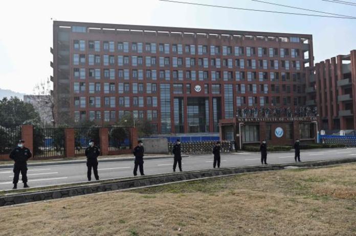 A l'Institut de virologie de Wuhan (dans la province centrale du Hubei, en Chine), le 3 février 2021, lors d'une visite de membres de l'équipe de l'Organisation mondiale de la santé (OMS) enquêtant sur les origines du SARS-CoV-2.