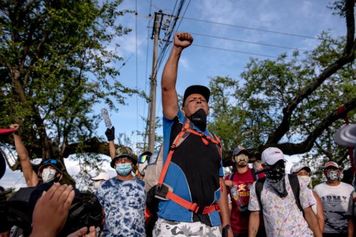 «Nous voulons un changement de politique sociale, de politique économique (…), le peuple n'en peut tout simplement plus», déclare l'un desmanifestants. A Cali, le 11mai.