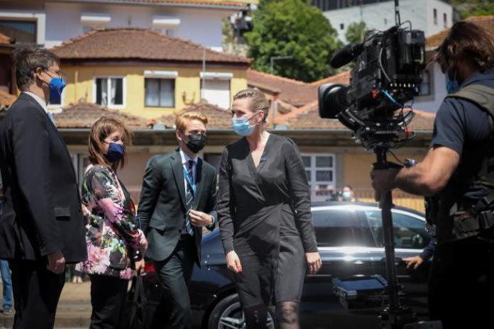 La première ministre danoise, Mette Frederiksen, arrive au Sommet social européen, à Porto, au Portugal, le 7 mai 2021.