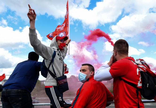 LOSC supporters in Villeneuve-d'Ascq, May 16, 2021.