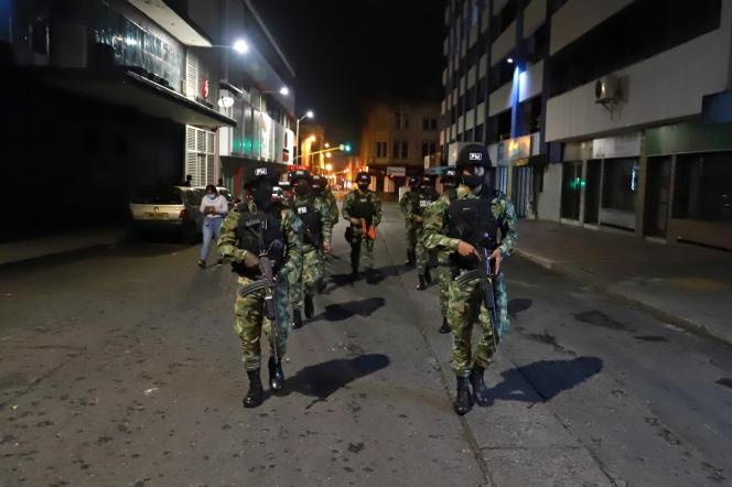 Des militaires patrouillent à Cali, la troisième plus grande ville de Colombie, le 29 mai 2021.