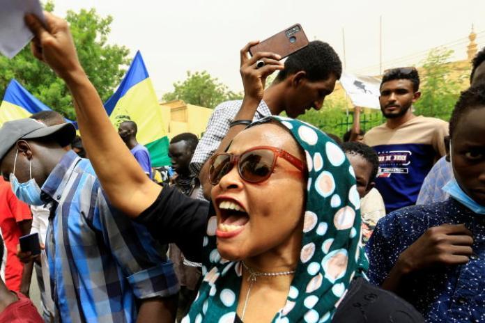 Des Soudanais manifestent à Khartoum, le 3juin 2021.