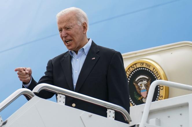 Le président des Etats-Unis, Joe Biden, embarque à bord d'«AirForce One», depuis la base d'Andrews (dans le Maryland),le 9 juin 2021. Son avion va l'emmener au Royaume-Uni, en Belgique, puis en Suisse, pour son premier voyage à l'étranger depuis le début de sa présidence.