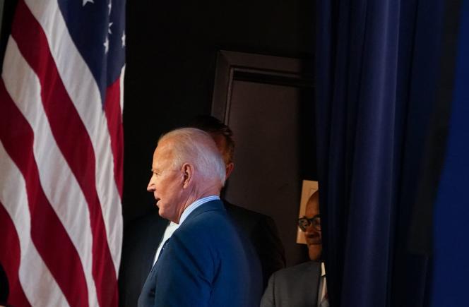 Le président américain Joe Biden part après s'être exprimé sur la réponse au Covid-19 et les vaccinations dans l'auditorium de la Cour Sud de l'Eisenhower Executive Office Building, à côté de la Maison Blanche, à Washington, DC, le 2 juin 2021.