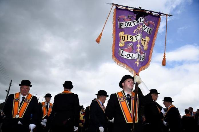 Des loyalistes défilent à Portadown, en Irlande du Nord, le 4 juillet 2021.