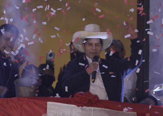 Pedro Castillo célèbre l'annonce de sa victoire à l'élection présidentielle depuis son QG de campagne à Lima, le 19 juillet 2021.