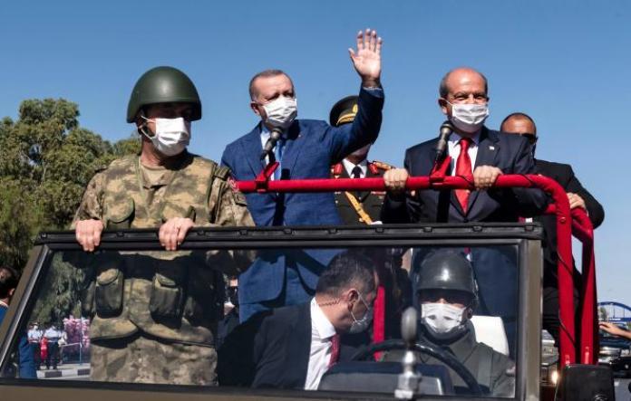 Le président turc,Recep Tayyip Erdogan, et le dirigeant chypriote turc, Ersin Tatar, dans la partie nord de Nicosie, dans la République turque autoproclamée de Chypre du Nord, le 20 juillet 2021.