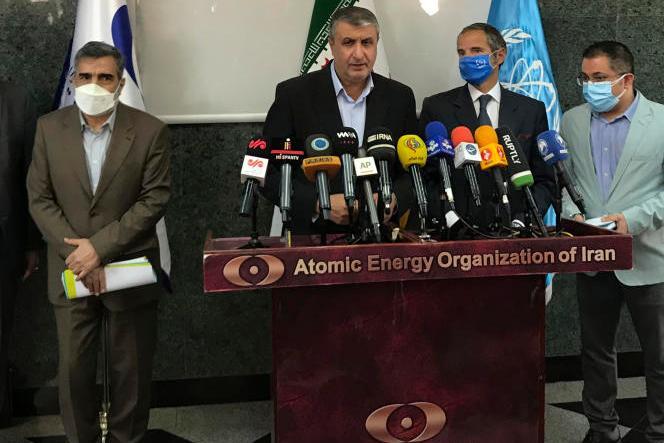 Mohammad Eslami, ledirecteur de l'Agence iranienne de l'énergie atomique, etRafael Grossi, le directeur de l'Agence internationale de l'énergie atomique, à Téhéran, le 12 septembre 2021.