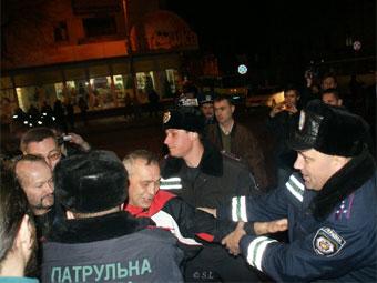 Разгон демонстрации в Севастополе в декабре 2009 года. Фото ЖЖ-пользователя avlyasota