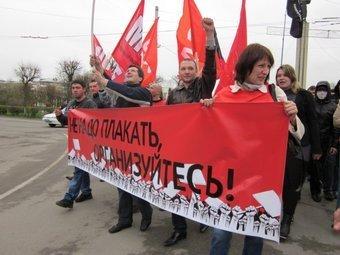 Члены профсоюза на первомайской демонстрации. Фото с сайта Межрегионального профсоюза работников автопрома