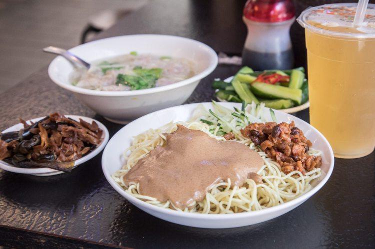 [台北萬華]百元吃飽飽!西門町人氣最爆棚的小吃店~西門麵店