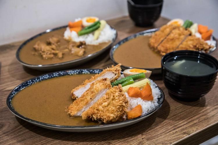 [新北板橋]板橋美食推薦,美味與荷包的和平共存,超厚炸豬排日式咖哩飯只要125元!一京咖哩