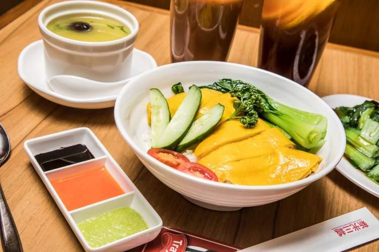 [台北信義]信義區美食推薦,堅持使用溫體雞,低溫烹調超軟嫩海南雞飯!瑞記海南雞飯-新光三越台北信義A8店